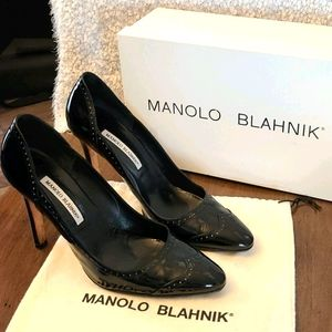Manolo Blahnik Oxford Pump in black